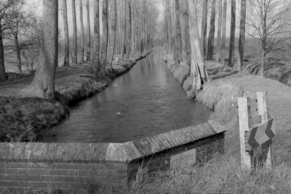 Kluizerbrug Tongelreep in 1995 a zwart wit